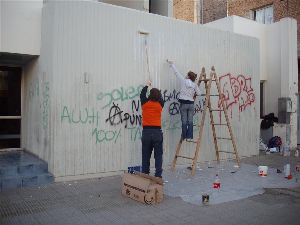 zz Maria y Leo en el mural Fundacion