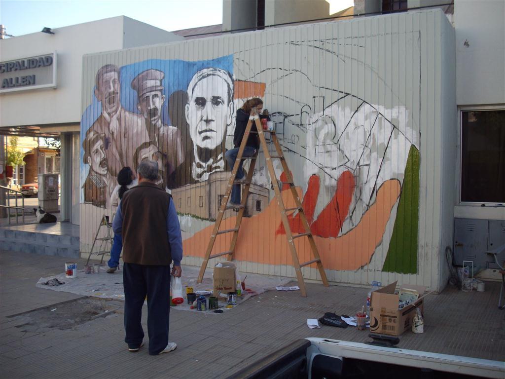 c Trabajando en el primer mural