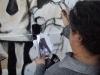 ñ Chelo pintando el mural Educacion