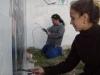 e Chelo y Maria en el mural Educación