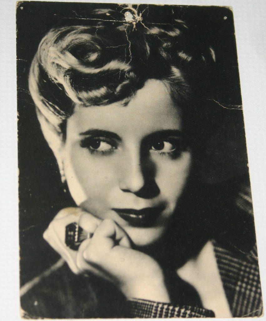 Eva, en un cuadro del living de Dante