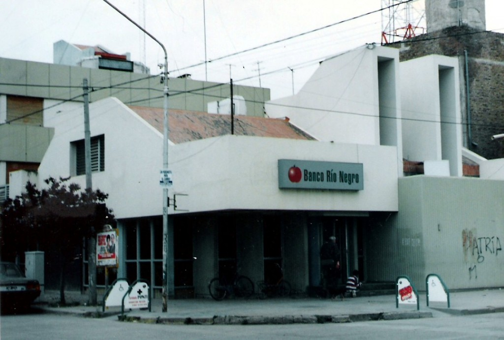 Banco Rio Negro (Medium)
