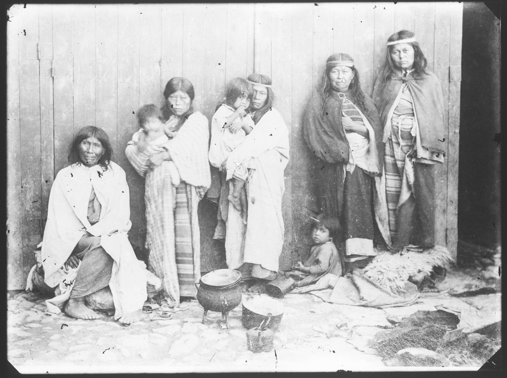 La familia del longko Inakayal Prisionera en el Museo de La Plata 1886 La mujer de Inakayal Margarita Foyel y Eulltyalma